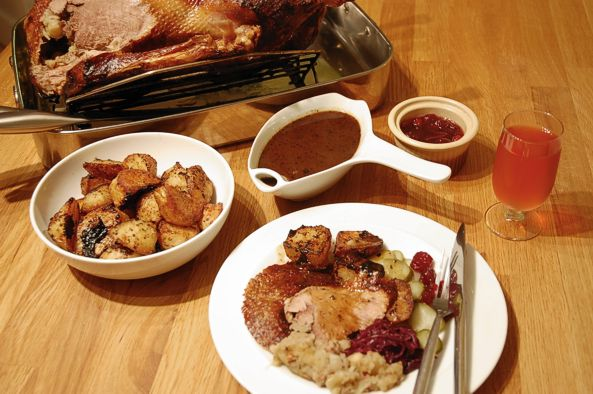 Western europe roast goose for christmas european cuisines carving the goose forumfinder Image collections